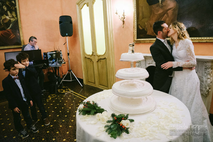 cake cutting documentary photography